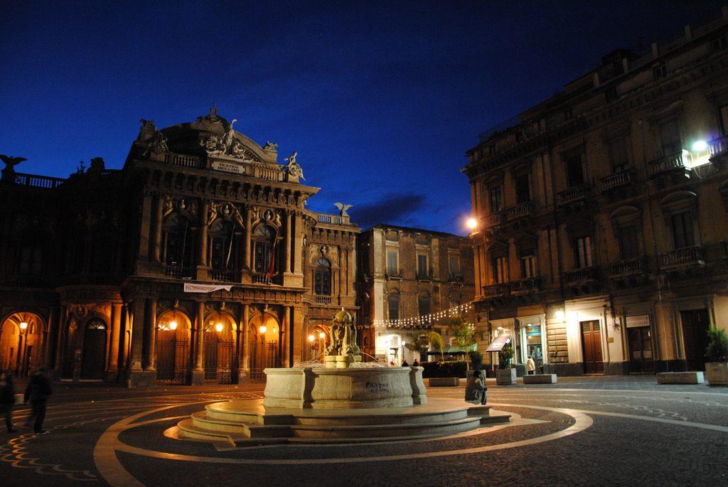 théâtre Massimo Vincenzo Bellini et sa place