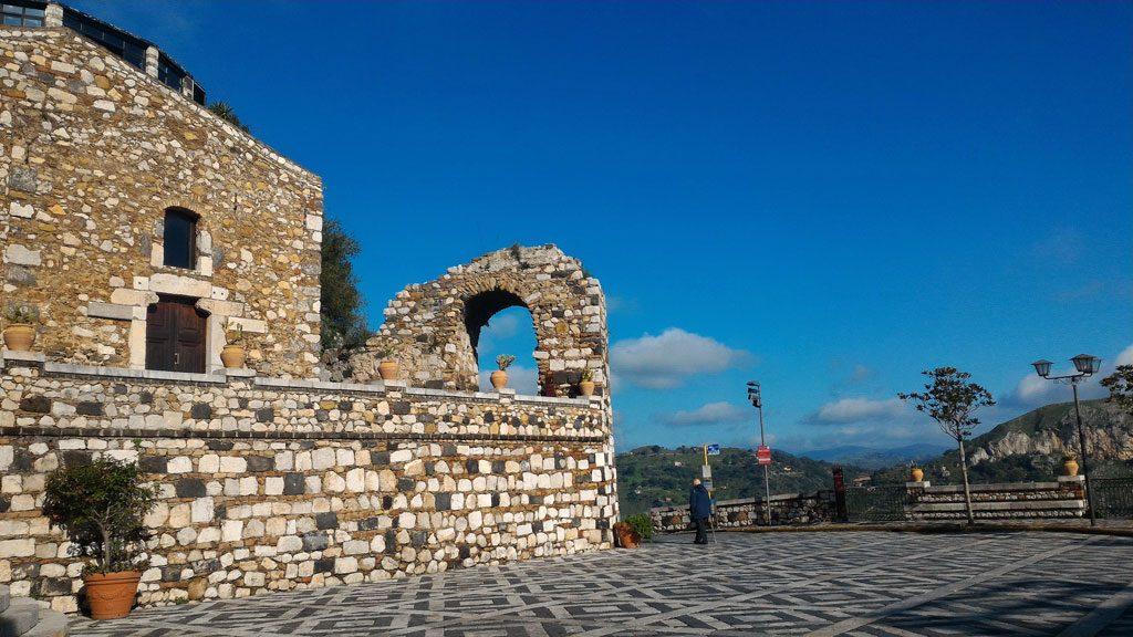 piazza principale di Castelmola