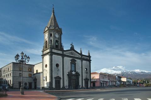 Trecastagni con la chiesa di S. Alfio, S. Cirino e S. Filadelfo.