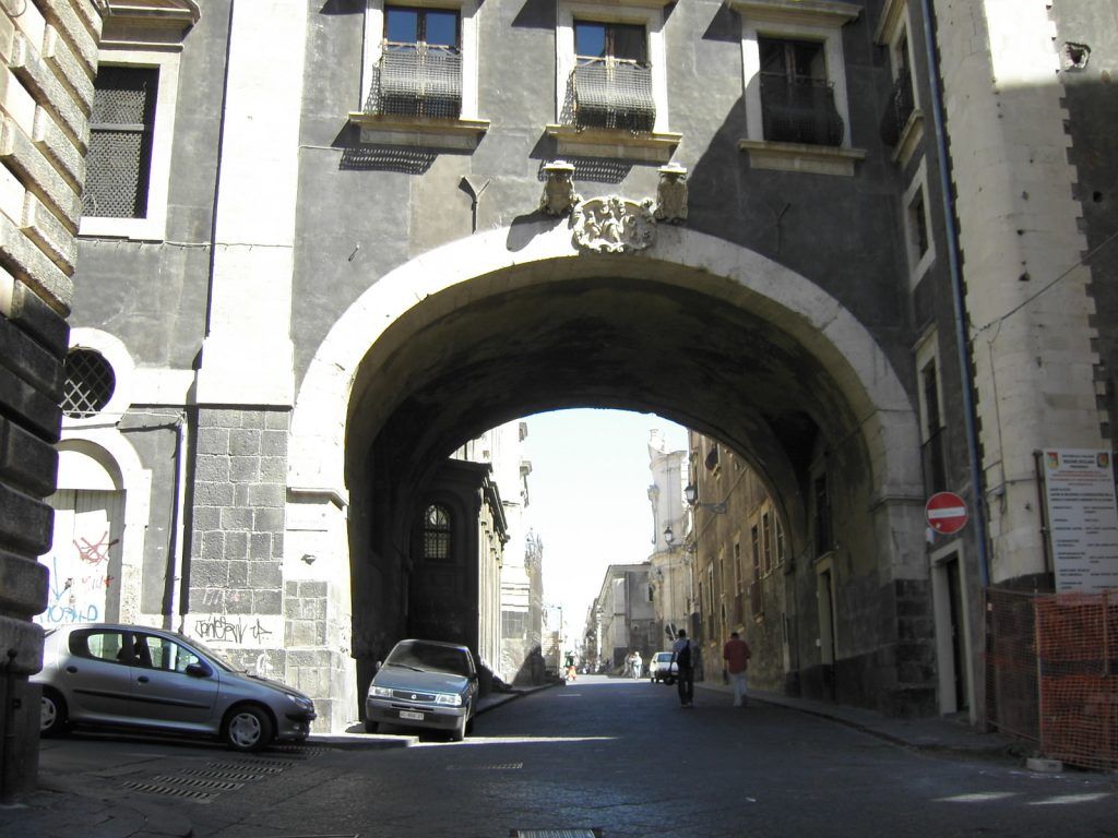 The arch at the beginning of Via Crociferi